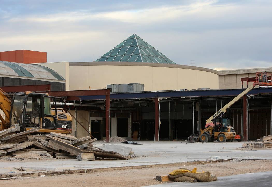 El cine Galaxy Theaters actualmente en construcción en Boulevard Mall el lunes 30 de octubre de 2017 en Las Vegas. Bizuayehu Tesfaye / Las Vegas Review-Journal @bizutesfaye