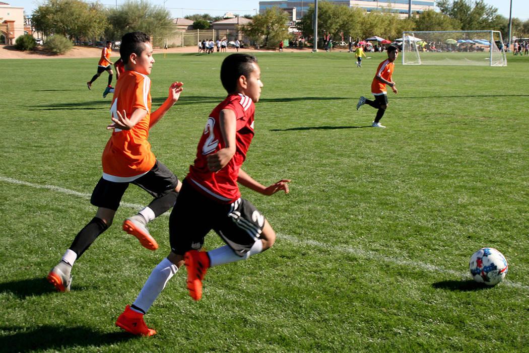NV Stars (de rojo) y Cordica protagonizaron un emocionante partido de final en la Mayor's Cup con resultado 2-1 favor Cordica. | Foto Valdemar González / El Tiempo.
