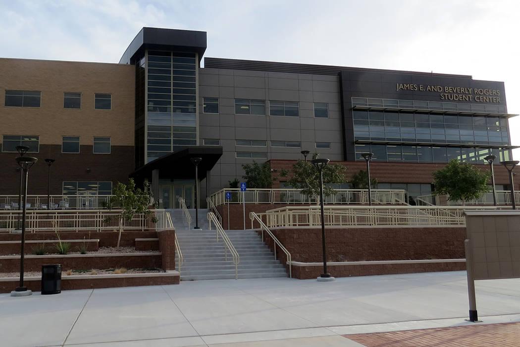 NSC fue galardonado con el título V Grant, lo que significa que recibirá recursos por $2.7 millones de dólares por parte del Departamento de Educación de Estados Unidos. En Nevada State Colleg ...