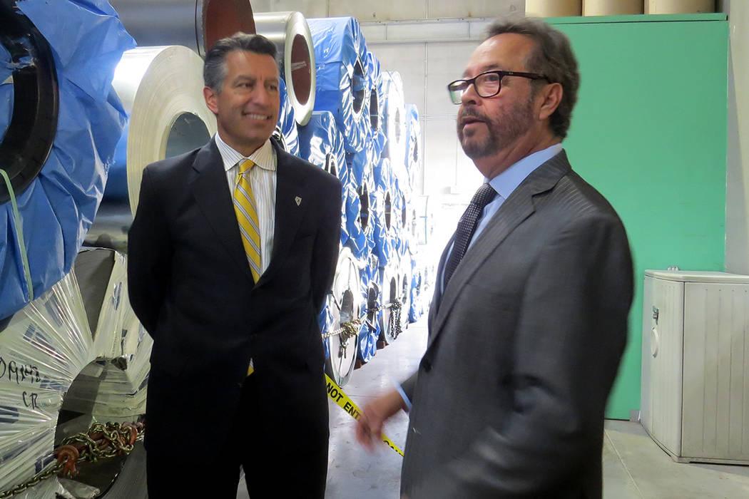 Integrantes de GDC hicieron un recorrido por las instalaciones de la empresa junto al gobernador de Nevada. Lunes 30 de octubre en GDC. | Foto Anthony Avellaneda / El Tiempo.