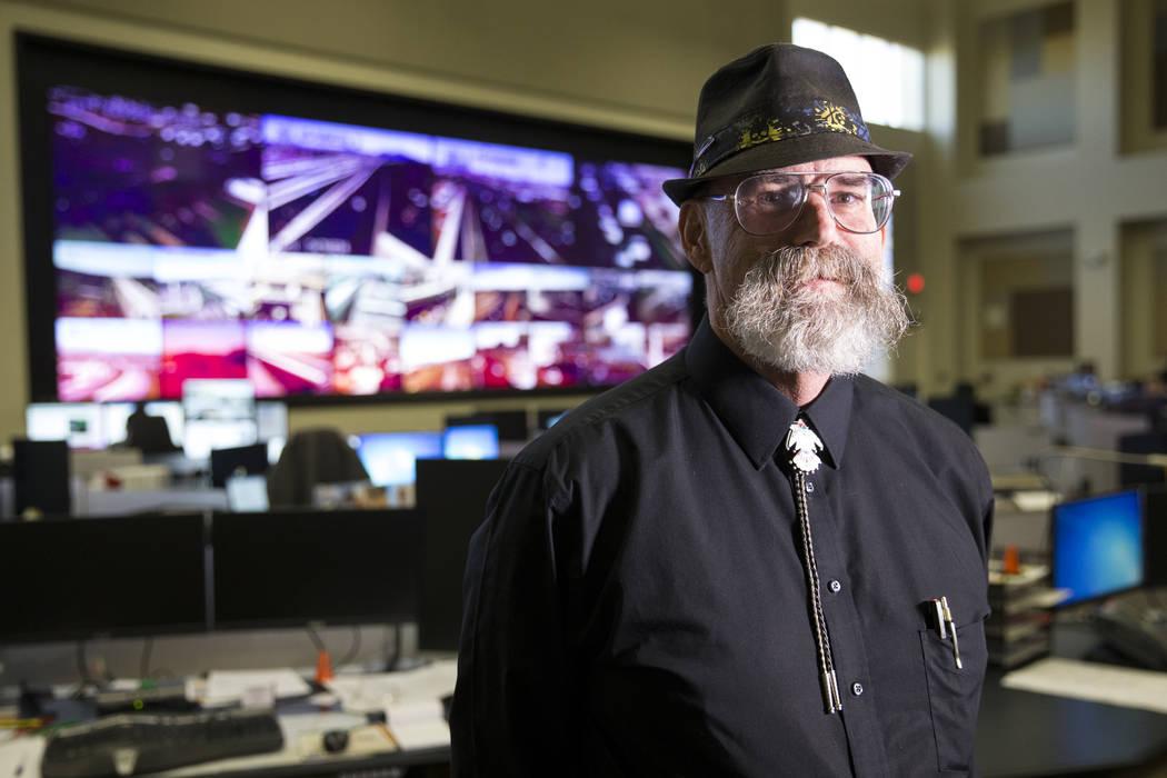 David Crisler, supervisor de operaciones de tráfico para la Comisión Regional de Transporte del Sur de Nevada, en el Departamento de Seguridad Pública de Nevada en Las Vegas, martes, 24 de octu ...