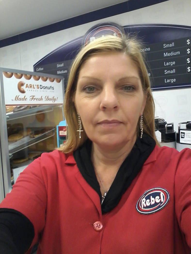 Judith Shulz estaba trabajando en una caja registradora en la gasolinera Rebel en Tropicana Avenue y Koval Lane el 1° de octubre, cuando su tienda estaba plagada de personas que huían del Festiv ...