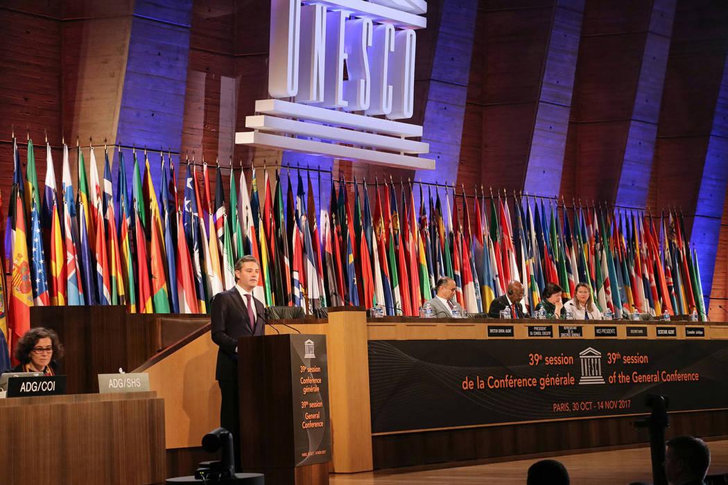 En un discurso solemne, el secretario mexicano de Educación, Aurelio Nuño, refrendó el compromiso de México con la educación, como máxima prioridad, y con los valores de la Organización de  ...