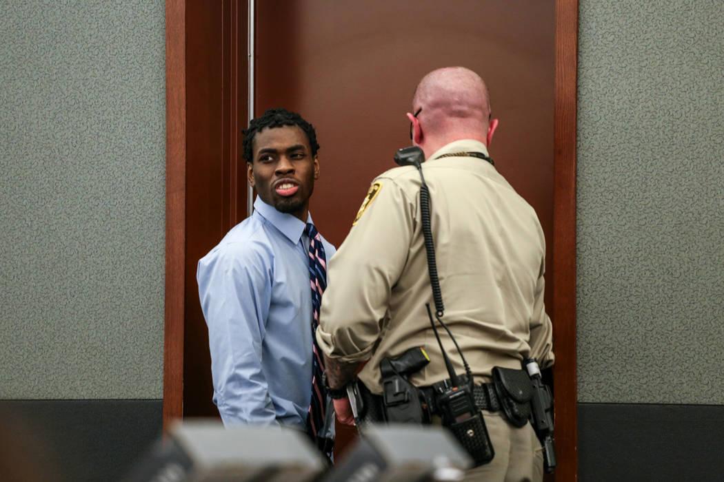 Bryan Clay es escoltado fuera del tribunal durante el receso de su juicio de pena de muerte en el Centro de Justicia Regional en Las Vegas, el jueves 2 de noviembre de 2017. Joel Angel Juarez Las  ...
