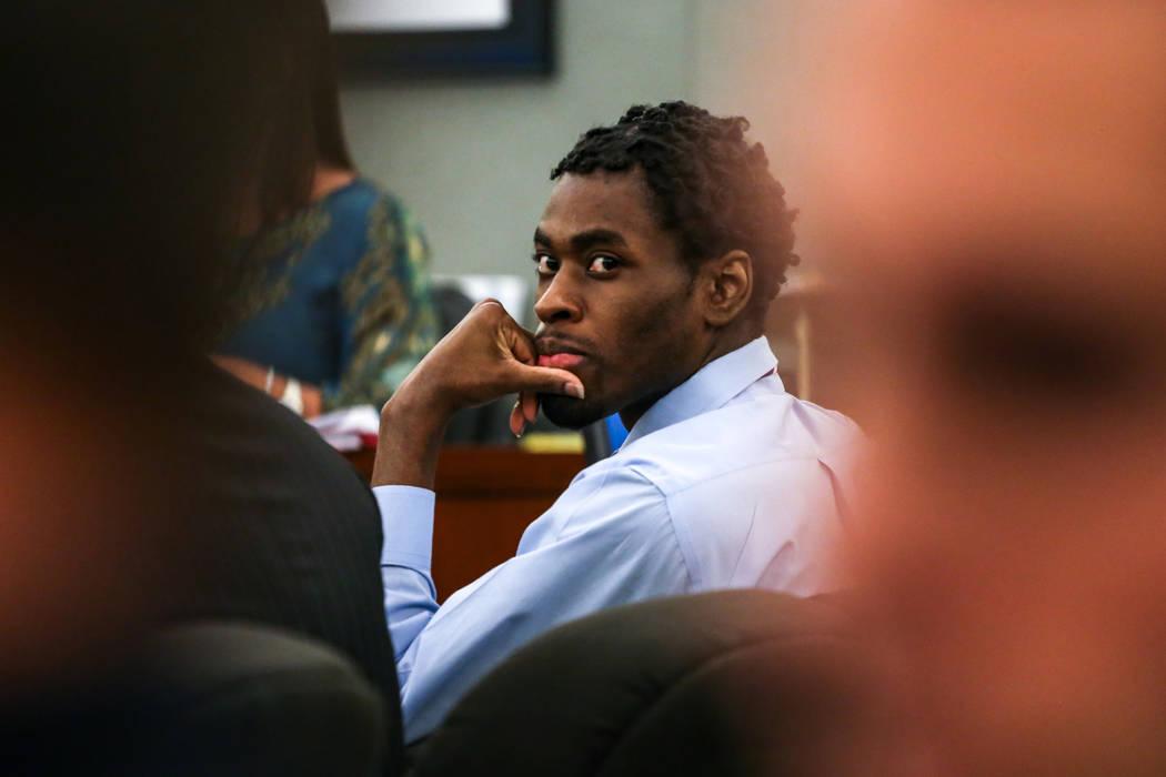 Bryan Clay escucha el testimonio durante su juicio de pena de muerte en el Centro Regional de Justicia en Las Vegas, el jueves 2 de noviembre de 2017. Joel Angel Juarez Las Vegas Review-Journal @j ...