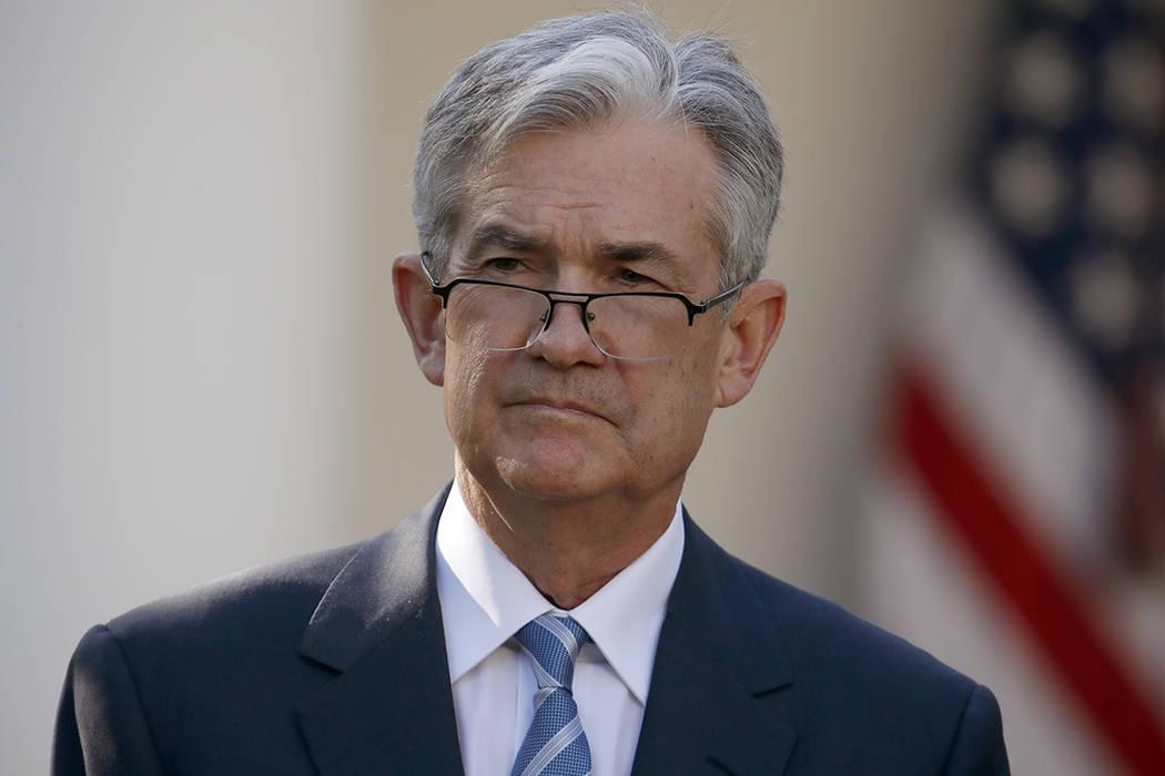 El miembro de la junta de la Reserva Federal Jerome Powell se para mientras el presidente Donald Trump lo anuncia como su candidato para el próximo presidente de la Reserva Federal en el Rose Gar ...