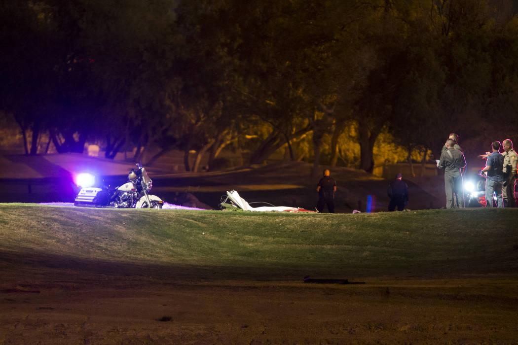 La escena de un accidente de avión en el Painted Desert Golf Club en Las Vegas, el jueves 2 de noviembre de 2017. Erik Verduzco Las Vegas Review-Journal @Erik_Verduzco
