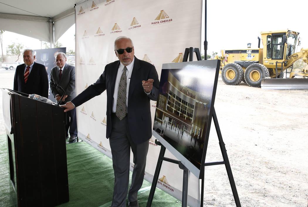 Frank Haffar, presidente y director de operaciones de Maya Cinemas, habla durante una ceremonia de inauguración para la construcción de un cine y centro de entretenimiento de 14 salas Maya Cinem ...