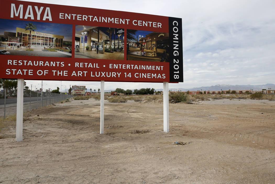 Sitio de construcción de 14 salas de Maya Cinemas y centro de entretenimiento en el de 2195 Las Vegas Blvd. North, al otro lado de la calle del ayuntamiento del norte de Las Vegas, el lunes 6 de  ...