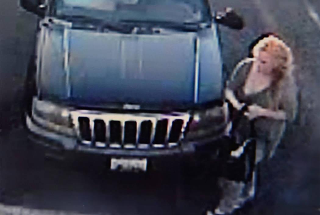 """El Departamento de Policía de North Las Vegas dice que se trata de una """"sospechosa blanca, vehículo sospechoso utilizado en un robo en 300 West Lake Mead Blvd. Jeep Grand Cherokee de color oscur ..."""