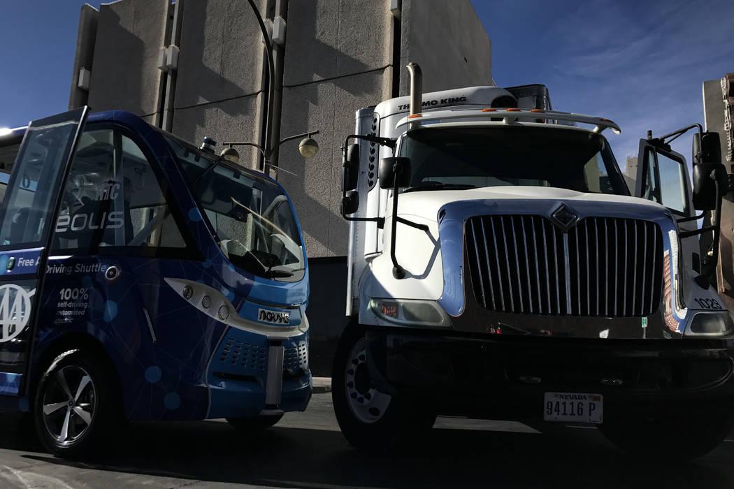 Metro respondió a un accidente que involucró el autobús eléctrico y un camión de reparto en la cuadra 100 de la calle 6, cerca de la calle Fremont, a las 12:07 p.m., según la policía. (Erik ...