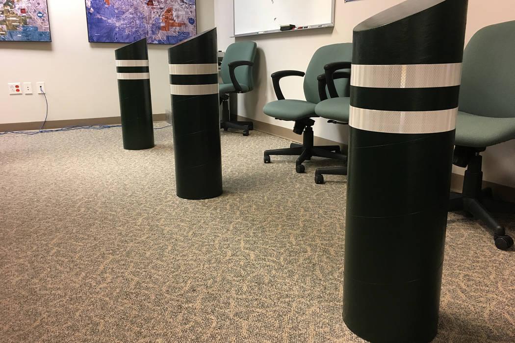 Bolardos de réplica de cartón dentro del Clark County Government Center. (Michael Scott Davidson / Las Vegas Review-Journal)