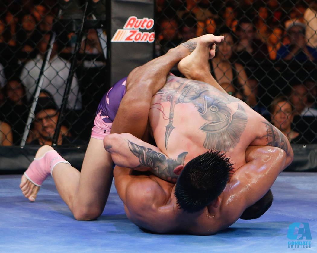 La Copa Combate fue un torneo que retomó la dinámica de las primeras peleas de MMA como deporte profesional. En esta ocasión ocho peleadores siete nacionalidades distintas se esforzaron por obt ...