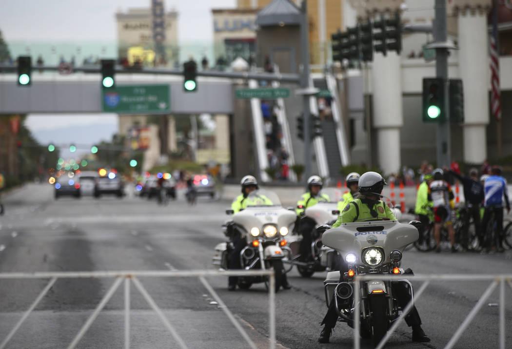 Agentes de la policía de Henderson antes del inicio del maratón de Rock 'n' Roll en Las Vegas el domingo 12 de noviembre de 2017. | Foto Chase Stevens / Las Vegas Review-Journal.