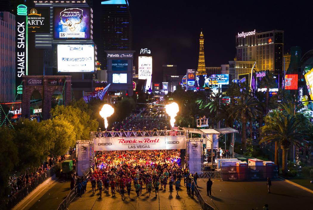 El Maratón Rock 'n' Roll atrae a miles de personas al Las Vegas Strip, el 12 de noviembre de 2017. | Foto Las Vegas Review-Journal.