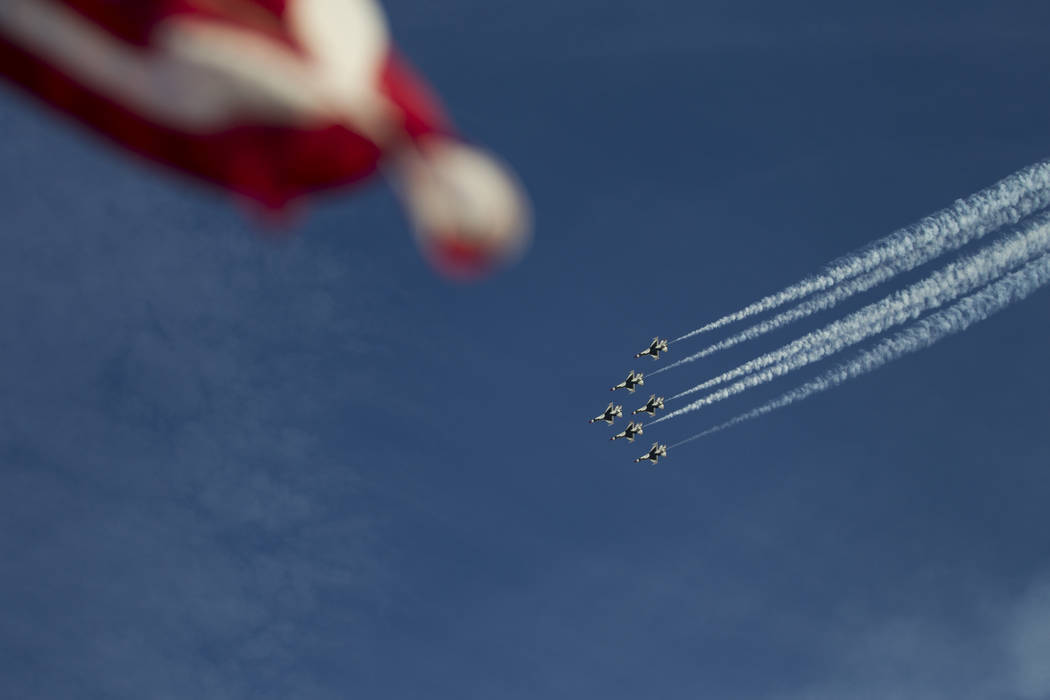 Los 'Thunderbirds' se presentan durante la 'Aviation Nation at Nellis Air Force Base' en Las Vegas, el sábado 11 de noviembre de 2017. | Foto Erik Verduzco / LVRJ.