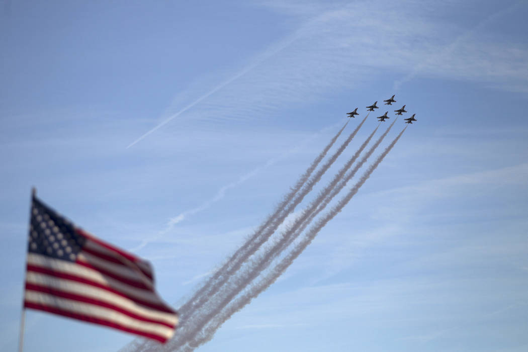 Los 'Thunderbirds' se presentan durante la 'Aviation Nation at Nellis Air Force Base' en Las Vegas, el sábado 11 de noviembre de 2017. | Foto Erik Verduzco Las Vegas Review-Journal.