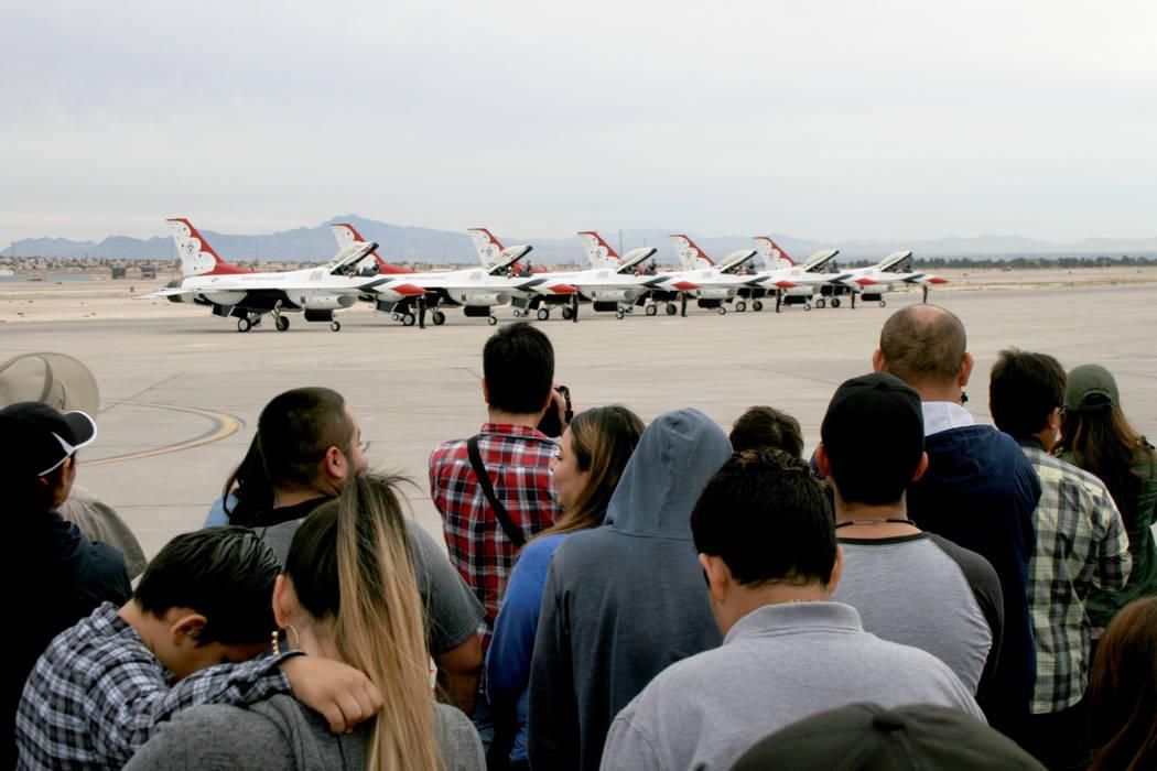 El escuadrón USAF-Thunderbirds, el domingo 12 de noviembre del 2017 en la Base Nellis. | Foto Valdemar González / El Tiempo.