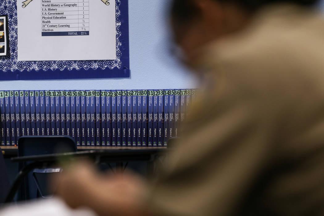 Los libros de matemáticas se alinean contra la pared mientras los estudiantes trabajan en las asignaciones en Centennial High School en Las Vegas, el jueves 9 de noviembre de 2017. Joel Angel Jua ...
