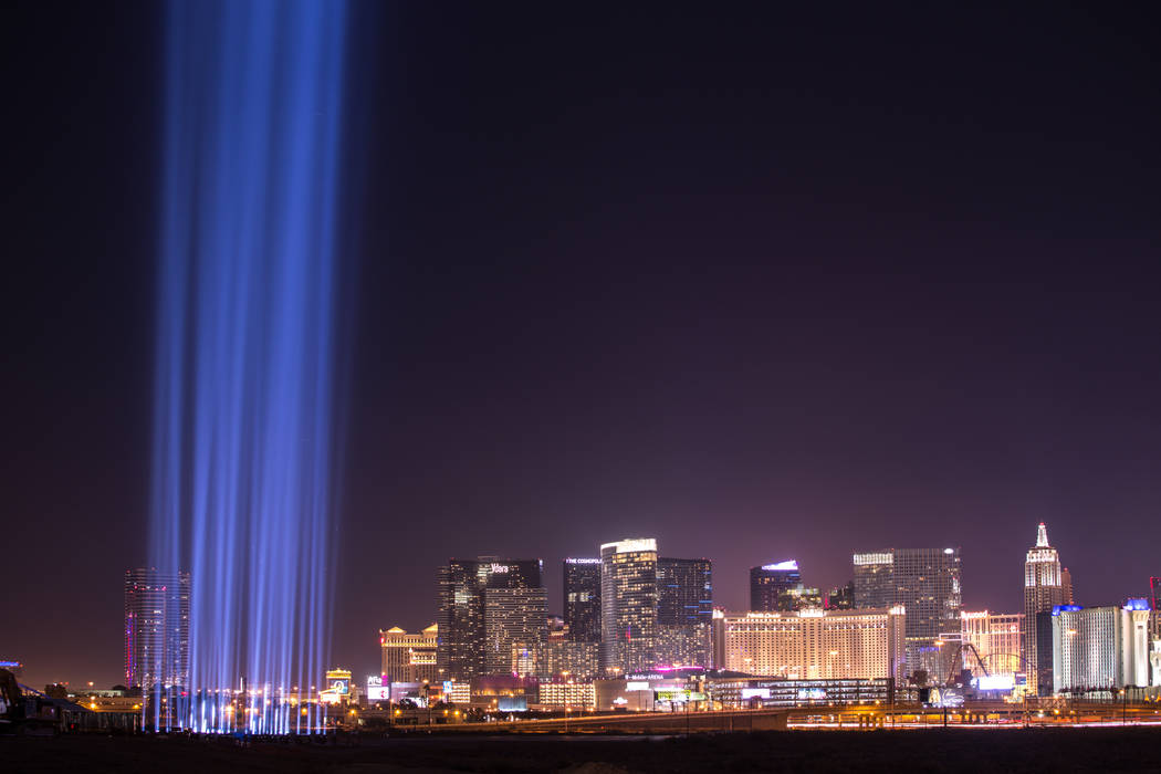 Las luces son encendidas en el sitio de construcción del estadio Raiders en Las Vegas, el lunes 13 de noviembre de 2017. Joel Angel Juarez Las Vegas Review-Journal @jajuarezphoto