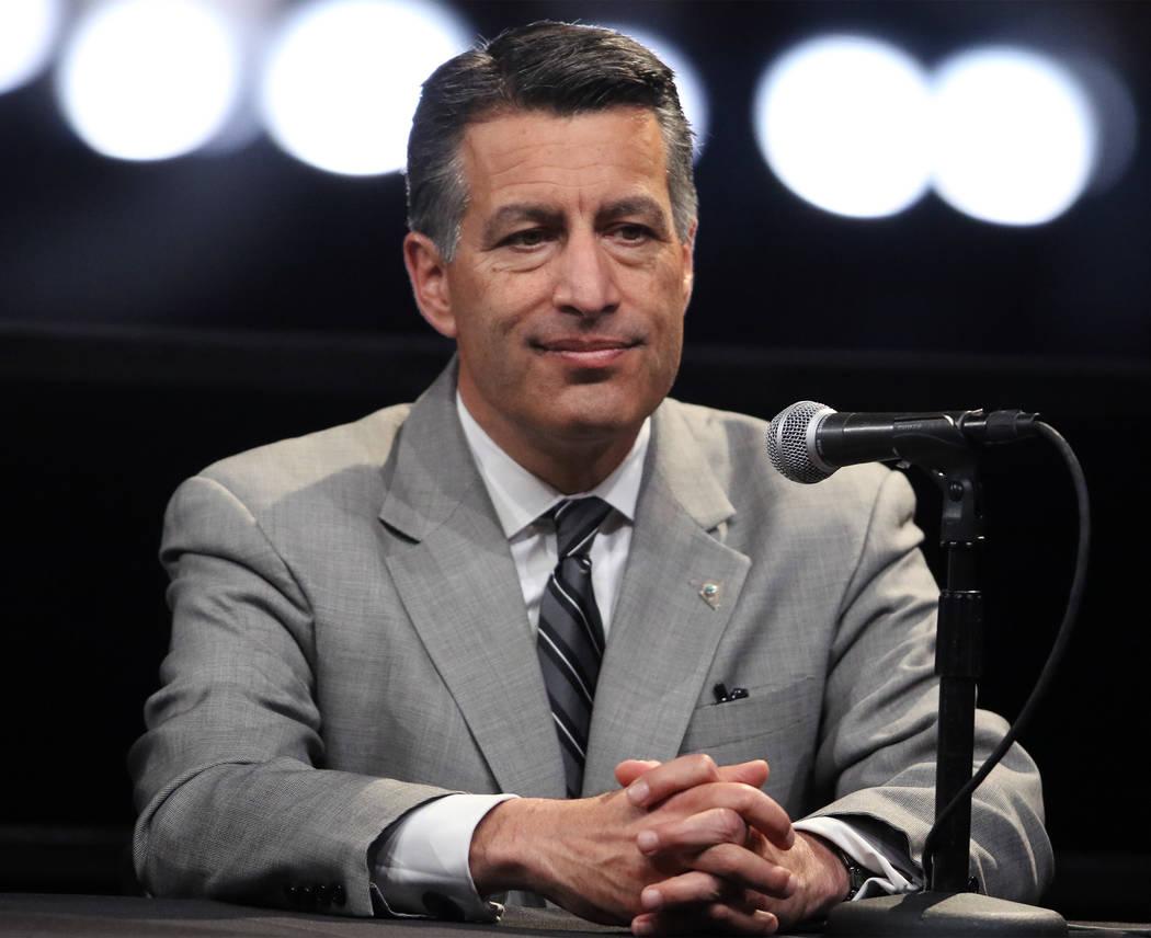 El gobernador de Nevada Brian Sandoval asiste a una conferencia de prensa durante la ceremonia de inauguración de Oakland Raiders en Las Vegas, el lunes 13 de noviembre de 2017. Heidi Fang Las Ve ...