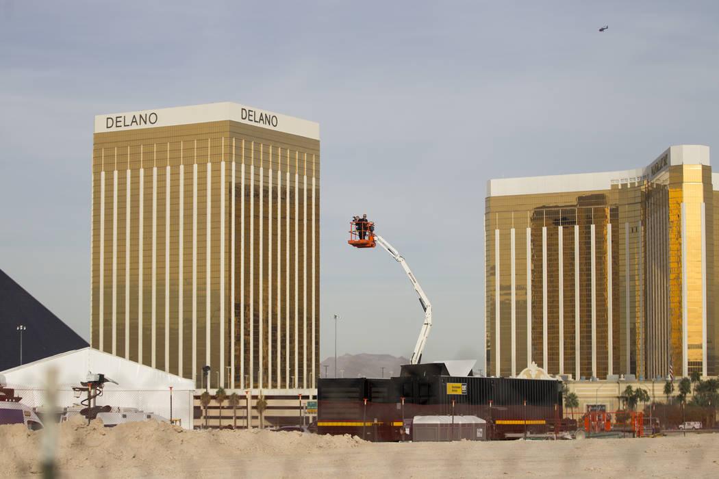 Los equipos fotografían el sitio innovador de Raiders en Las Vegas, el lunes 13 de noviembre de 2017. Erik Verduzco Las Vegas Review-Journal @Erik_Verduzco