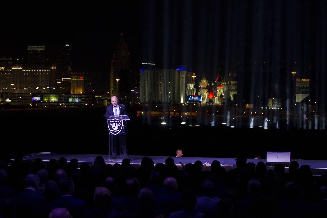 El presidente de los Raiders, Marc Badain, durante la ceremonia de inauguración del estadio Raiders en Las Vegas, el lunes 13 de noviembre de 2017. Erik Verduzco Las Vegas Review-Journal @Erik_Ve ...
