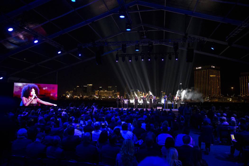 Una banda se presenta durante la ceremonia de inauguración del estadio Raiders en Las Vegas, el lunes 13 de noviembre de 2017. Erik Verduzco Las Vegas Review-Journal @Erik_Verduzco