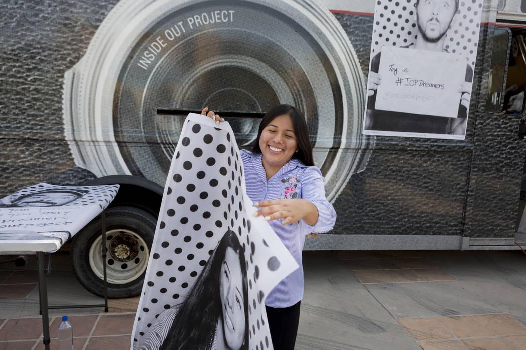Michelle Martín, de 20 años, tiene una gran fotografía de sí misma que se pegará para el Proyecto Inside Out  para Dreamers en el East Las Vegas Community Center en Las Vegas, el lunes 13 de  ...