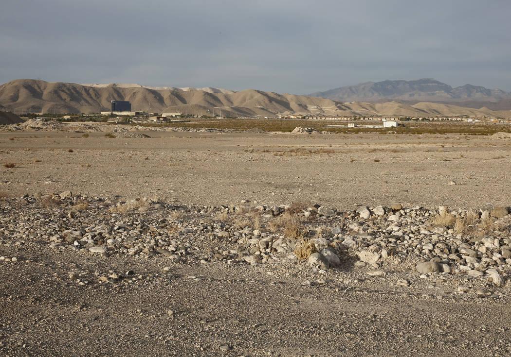 Un lote de 55 hectáreas fotografiado el miércoles 15 de noviembre de 2017 en Henderson. Los Raiders esperan construir su nueva instalación de práctica junto al Aeropuerto Ejecutivo de Henderso ...