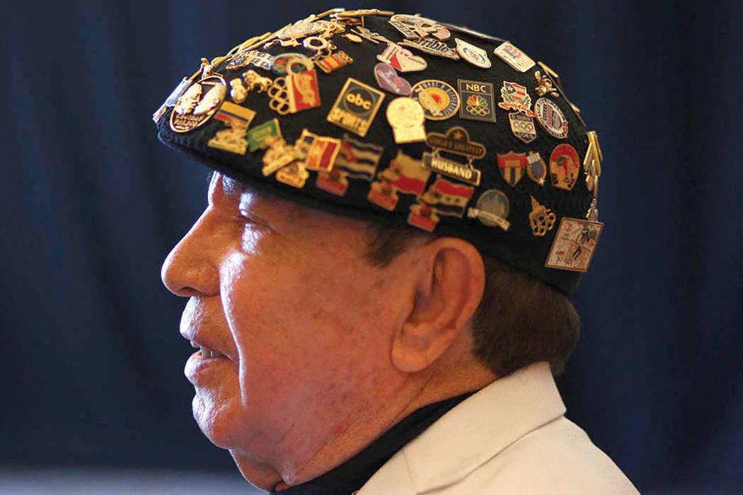 Cutman Rafael García llega antes de ser incluido en el Salón de la Fama del Boxeo de Nevada en el Caesars Palace en Las Vegas, el sábado 12 de agosto de 2017. Foto Chase Stevens / Las Vegas Rev ...