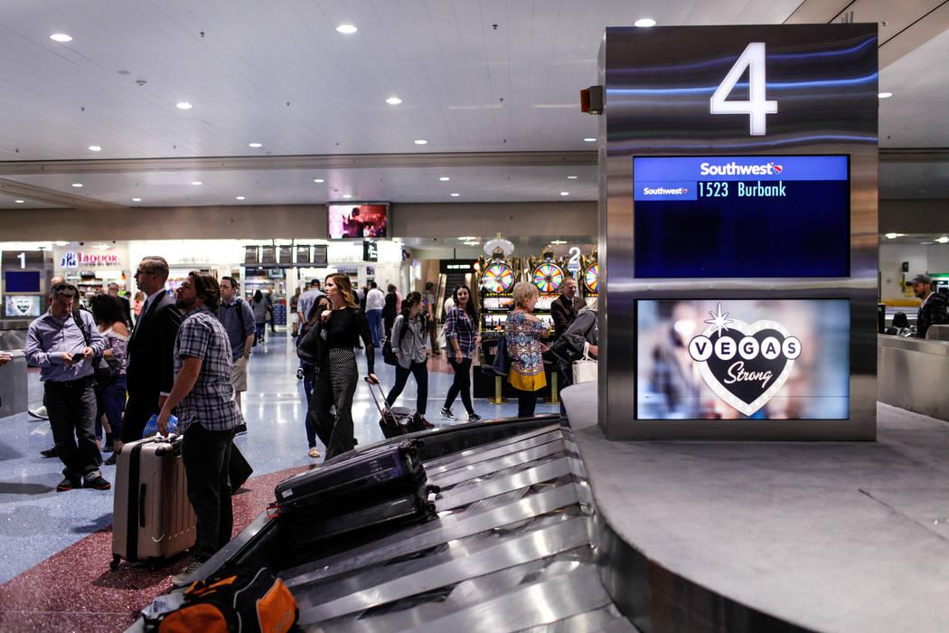 Reclamo de equipaje en la Terminal 1 del aeropuerto internacional McCarran en Las Vegas, viernes, 13 de octubre de 2017. (Joel Angel Juarez / Las Vegas Review-Journal) @jajuarezphoto
