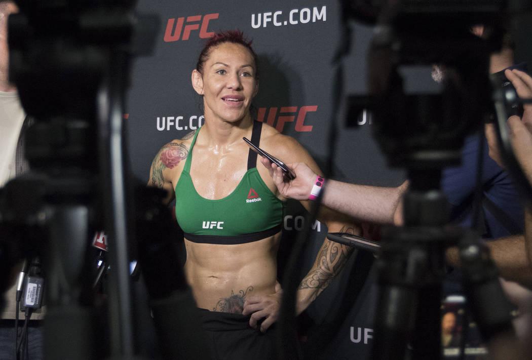 """Cris """"Cyborg"""" Justino responde las preguntas de los medios en el Gimnasio UFC en La Mirada, California, el jueves 27 de julio de 2017. Heidi Fang Las Vegas Review-Journal @HeidiFang"""