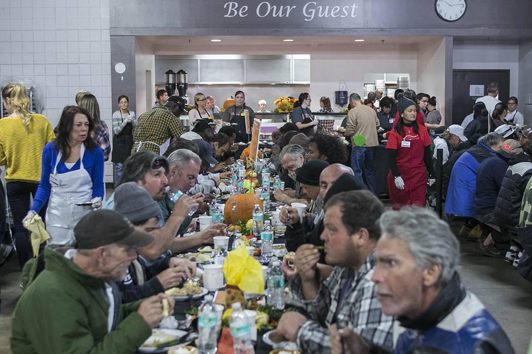 Momento en la comida de Thanksgiving del 2016. Foto Cortesía Caridades Católicas del Sur de NV. | Foto Valdemar González / El Tiempo.