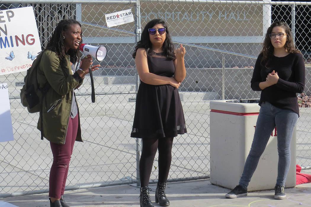 Estudiantes de Nevada se unieron para pedir una ley que proteja a los 'dreamers' pero sin poner en riesgo a sus familias. Miércoles 15 de noviembre en UNLV.   Foto Anthony Avellaneda / El Tiempo.