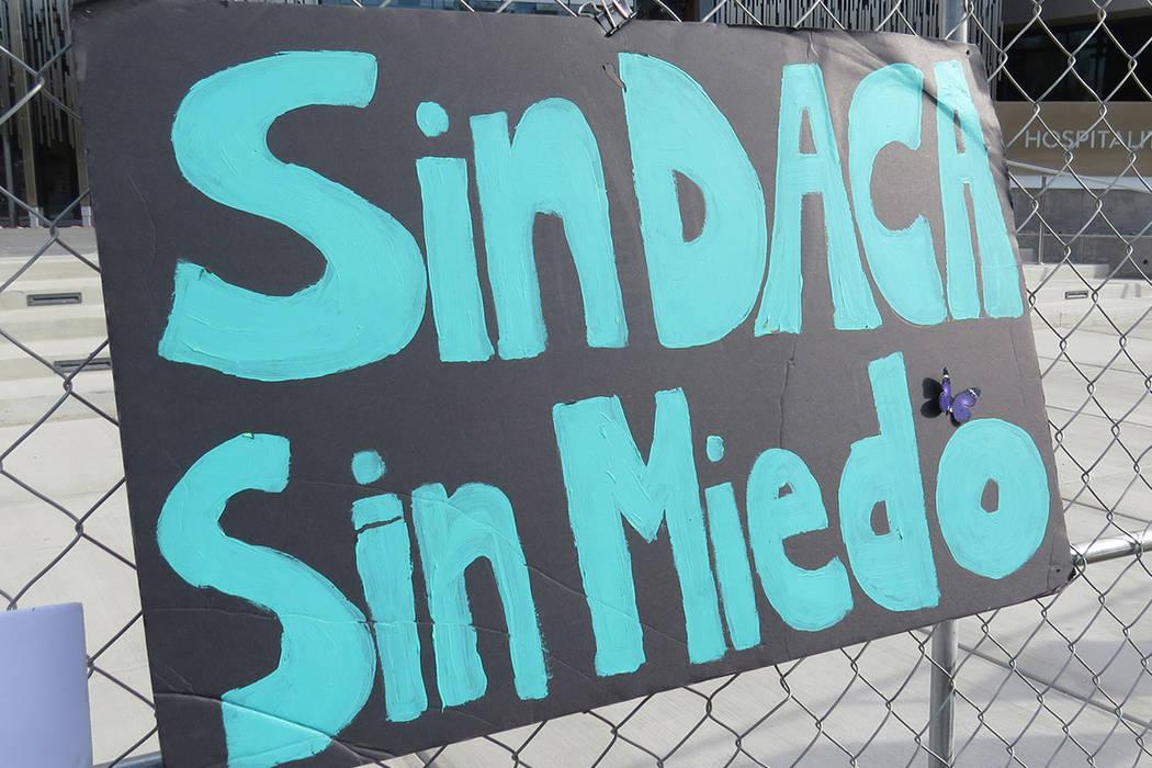 El mitin incluyo distintas pancartas que reflejaban las peticiones de los jóvenes 'dreamers'. Miércoles 15 de noviembre en UNLV. | Foto Anthony Avellaneda / El Tiempo.