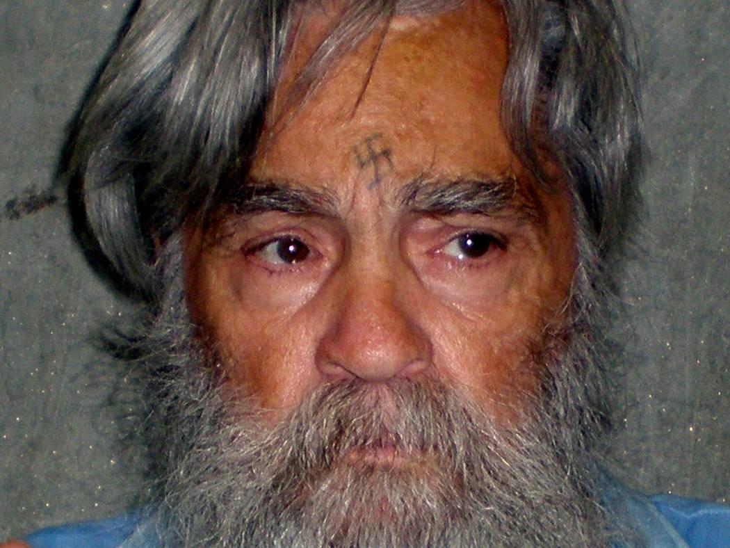 El asesino en masa convicto Charles Manson se muestra en este folleto del Departamento de Corrección y Rehabilitación de California del 16 de junio de 2011 y publicado en Reuters el 8 de abril d ...