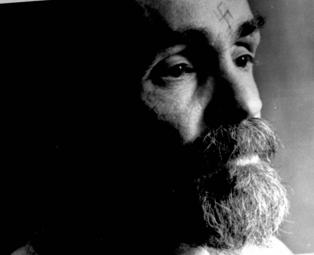 Charles Manson habla durante una entrevista el 25 de agosto de 1989. REUTERS / File Photo
