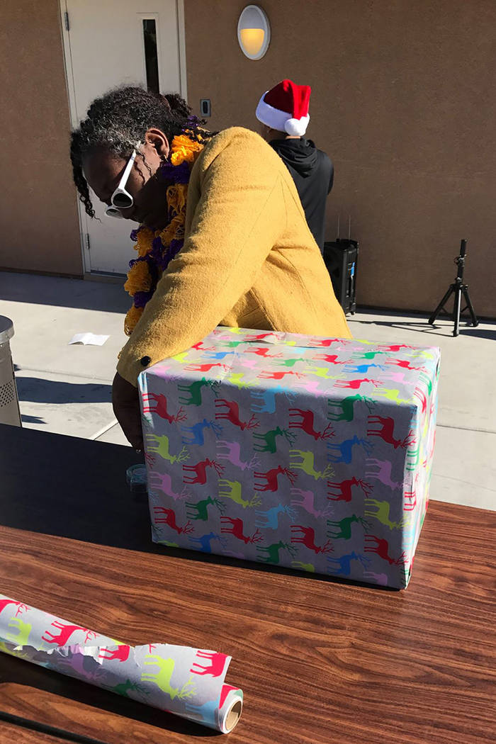 NPHY distribuirá los regalos y tarjetas a clientes y otros jóvenes sin hogar en todo el Valle de Las Vegas para las vacaciones de diciembre.   Foto cortesía.