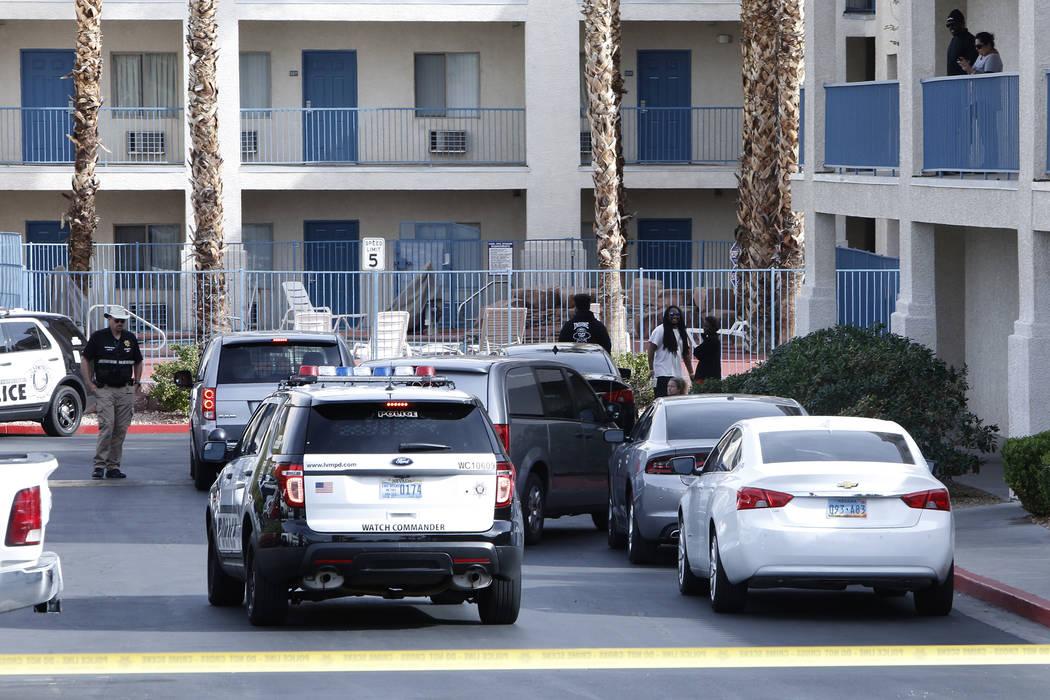 La policía de Las Vegas está investigando un incidente que dejó una niña muerta y un adolescente en estado crítico en el motel de estadías prolongadas Budget Suites, en el 8440 de Las Vegas  ...