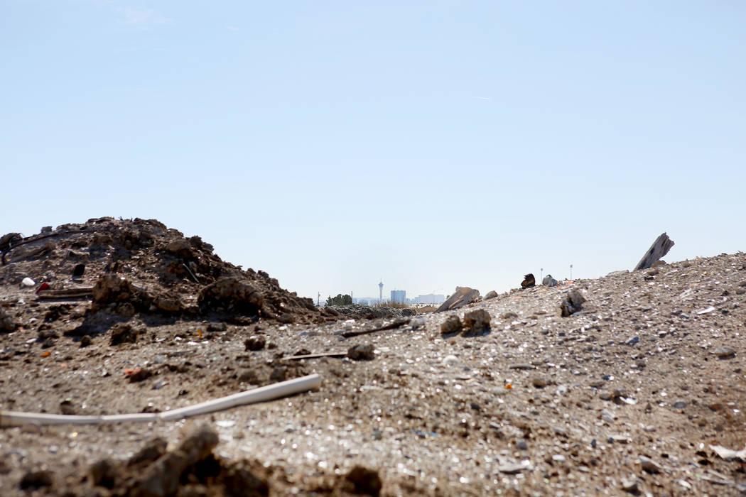 Terreno vacante fuera de Donna Street y El Campo Grande Avenue en North Las Vegas, domingo 19 de noviembre de 2017. Elizabeth Brumley Las Vegas Review-Journal @EliPagePhoto