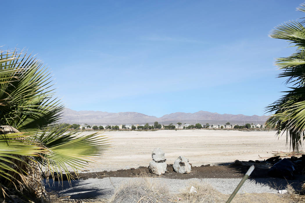 Terreno vacante frente a Ann Road y Commerce Street en North Las Vegas, domingo, 19 de noviembre de 2017. Elizabeth Brumley Las Vegas Review-Journal @EliPagePhoto