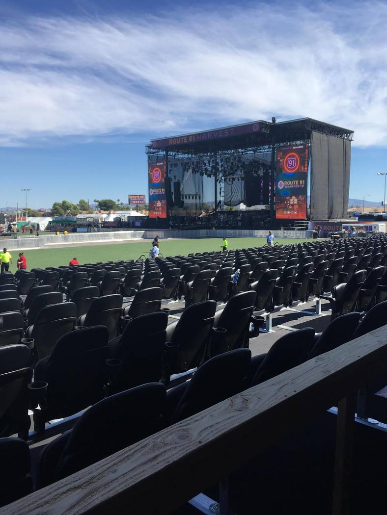 Un escenario vacío en el primer día del festival de música de la Ruta 91 Harvest objetivo del tiroteo en Las Vegas Strip. Los 240 camareros, meseros y servidores que trabajaron en el evento han ...