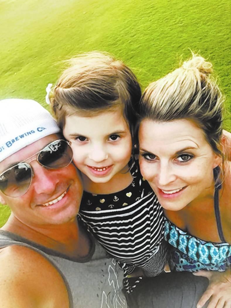 Foto de familia de Jason, su hija Ali y su difunta esposa Rhonda, de Massachusetts.