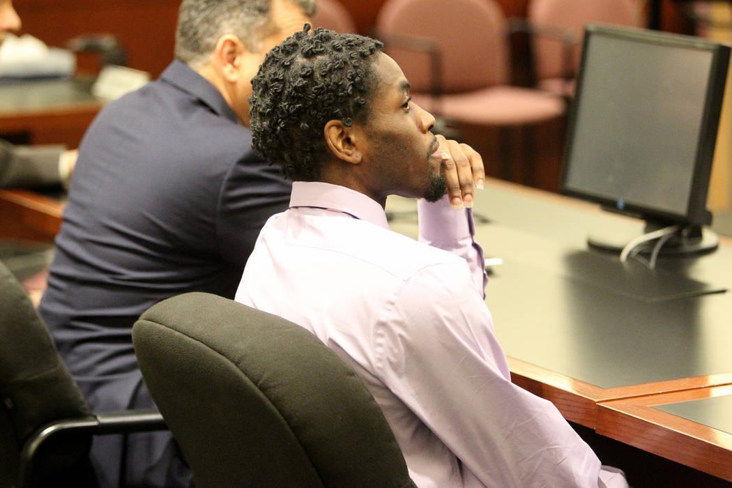 Bryan Clay espera en el tribunal del Centro de Justicia Regional antes de ser declarado culpable el martes 28 de noviembre de 2017, de violar y matar a una mujer y a su hija de 10 años. K.M. Cann ...