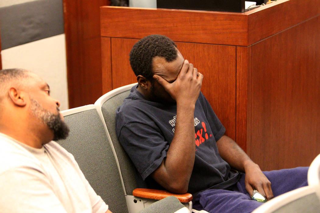 Miembros de la audiencia reaccionan en el tribunal del Centro de Justicia Regional cuando Bryan Clay es declarado culpable el martes 28 de noviembre de 2017 de violar y matar a una mujer y a su hi ...