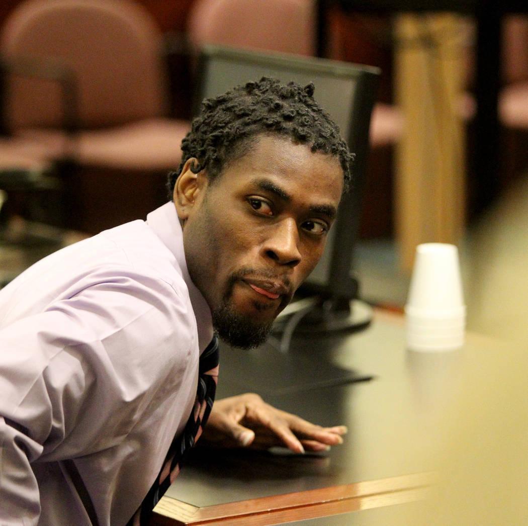 Bryan Clay se prepara para pararse después de ser declarado culpable en el Centro de Justicia Regional el martes 28 de noviembre de 2017, de violar y matar a una mujer y a su hija de 10 años. K. ...