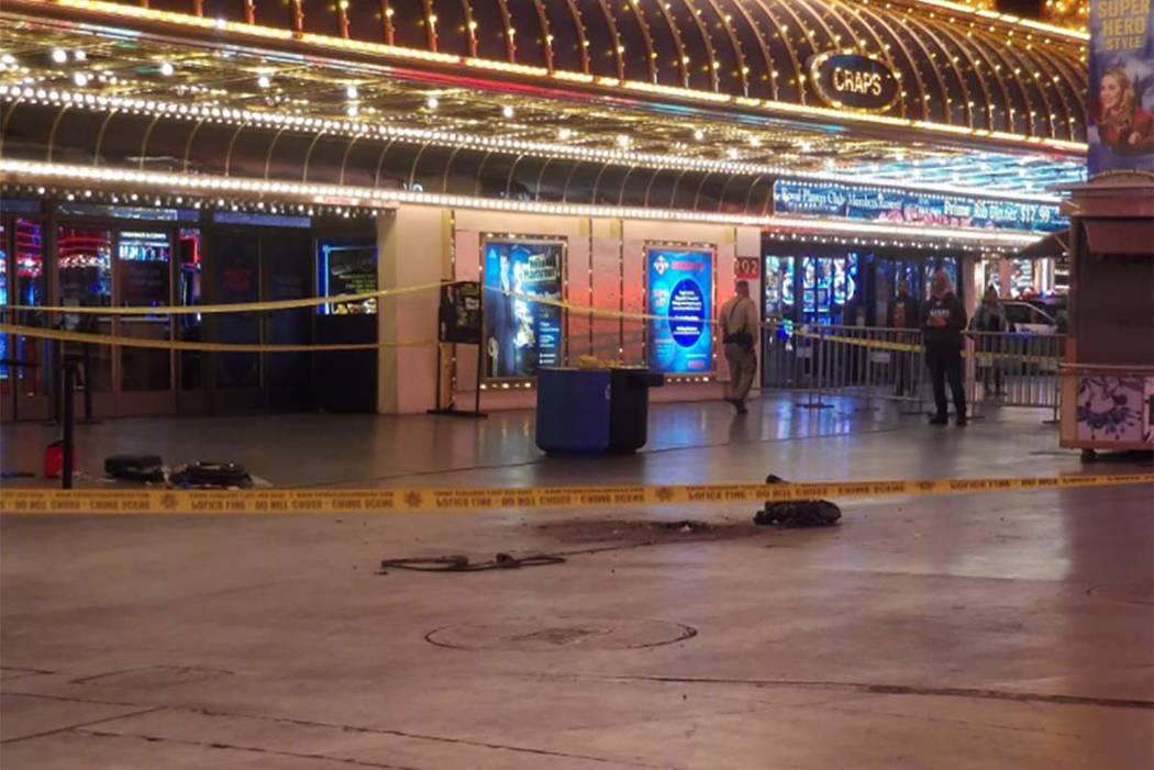 La policía de Las Vegas ha cerrado una parte de la calle Fremont en el centro de Las Vegas después de que se informó de un tiroteo alrededor de las 3 a.m. del miércoles. (Max Michor / Las Vega ...