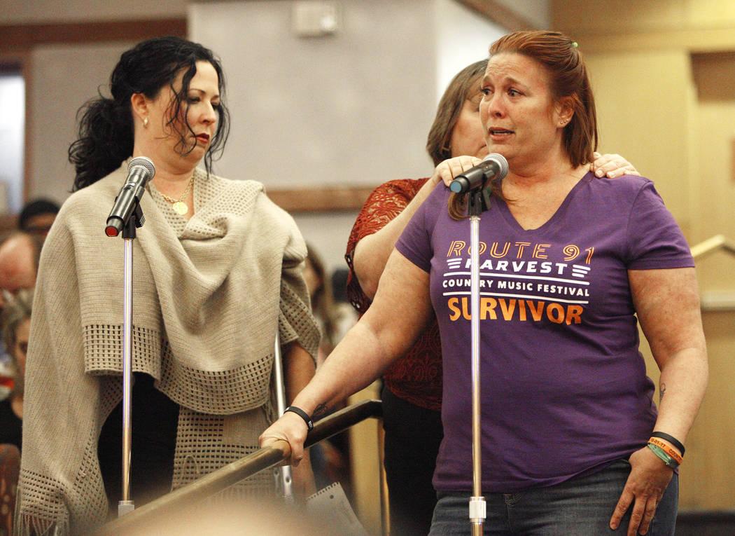 Heather Gooze, una sobreviviente de la Ruta 91, habla ante el comité del Fondo de Víctimas de Las Vegas en el Clark County Government Center en Las Vegas, el martes 28 de noviembre de 2017. Actu ...