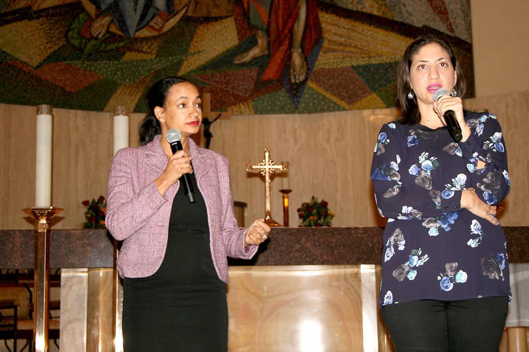 Las abogadas Jasmine Coca y Martha Menéndez dieron recomendacions en el Foro del TPS el 28 de noviembre del 2017. | Foto Valdemar González / El Tiempo.
